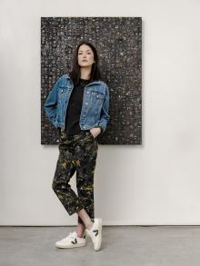 Jacket | VERONICA BEARD Jean | 6397  T-shirt | FRAME Shoe | VEJA Painting | JENNIFER WAGNER TWILIGHT SKYJacket | VERONICA BEARD Jean | 6397  T-shirt | FRAME Shoe | VEJA Painting | JENNIFER WAGNER TWILIGHT SKY